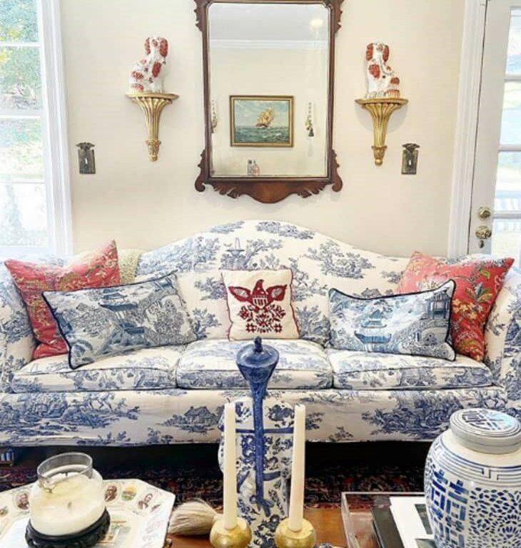 Grandmillennial blue & white chinoiserie decor